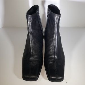 Sesto Meucci Black Leather Ankle Boots.